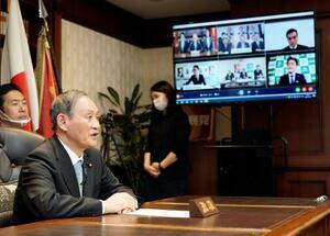 自民党の各都道府県連幹部とリモートで対話する菅首相=25日午後、東京・永田町の党本部