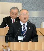 佐賀空港へのオスプレイ配備計画について答弁する秀島敏行市長=佐賀市議会