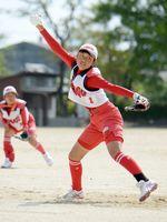 決勝・大和-西有田 力強い速球で西有田打線を2点に抑えた大和の田島心菜=佐賀市の大和中央公園