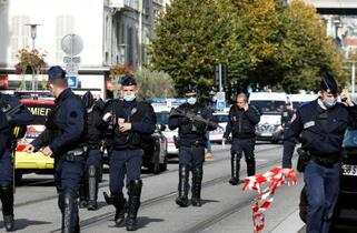南仏の教会襲撃、3人死亡