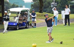 県アマゴルフの頂点目指し、ラウンドをスタート=佐賀市富士町のフジカントリークラブ