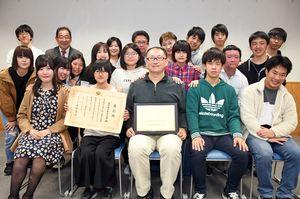 表彰を受けた佐賀地区BBS会のメンバー=佐賀市の佐賀商工ビル