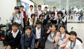 メディアティーンズさが 附属中、香港へ出発 グローバルな人材を育成