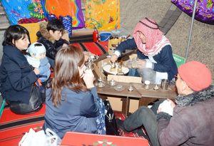 スパイスの一種カルダモンを入れたアラビアンコーヒーを提供し、店の雰囲気も工夫した店もあった=佐賀市の県立博物館
