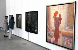 佐賀大と崇城大の学生らの作品を展示する「SーYOUーGA展」=佐賀市の佐賀大美術館