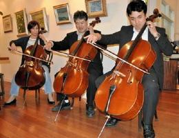 チェロの合奏を楽しむ「ゴーシュの会」のメンバー
