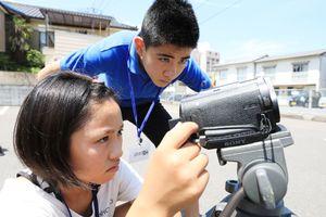 映画を撮影する子どもたち(提供)