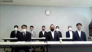 オンラインで新体制などについて説明するサガン・ドリームスの経営陣。前列は左から福岡淳二郎社長、内田弘新会長、進龍太郎取締役