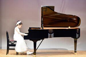 出場者が日頃の練習の成果を披露した九州新聞社ピアノコンクール佐賀・長崎予選=佐賀市白山のエスプラッツホール
