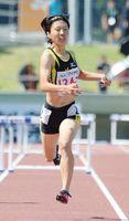 陸上女子400メートル障害決勝 1分0秒12で5位入賞を果たした大川なずな(清和)=三重県伊勢市の伊勢陸上競技場