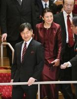 ギドン・クレーメル氏らによるコンサートの会場に到着された皇太子ご夫妻=14日午後、東京都港区のサントリーホール(代表撮影)