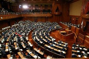 菅首相の所信表明演説が行われた衆院本会議=26日午後