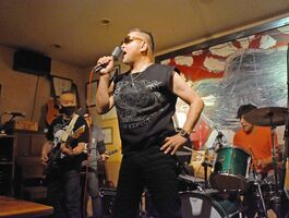 リキハウス50周年記念ライブで一夜限り復活した伝説のバンド火縄銃=2020年11月21日