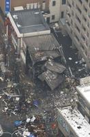 爆発のあった札幌市豊平区の現場=17日午後1時13分(共同通信社ヘリから)