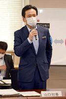 感染確認が相次いでいる北九州市との往来自粛を呼び掛けた山口祥義知事=佐賀県庁