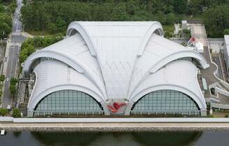 辰巳水泳場、年1億6千万円赤字
