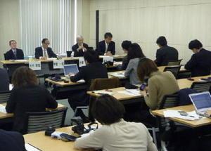 高齢者の定義を75歳以上に見直すよう提言した、日本老年学会などの記者会見=東京都千代田区