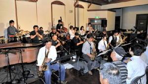 13日、佐賀市の浪漫座でライブを行う「佐賀モダンジャズオーケストラ」