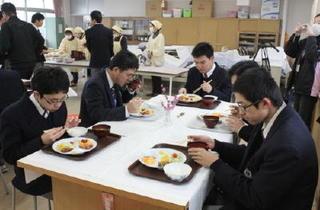太良高編 【生徒取材】「朝の給食」朝食習慣定着に一役