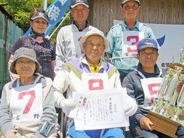 第235回岩﨑新聞店宮野GB大会で優勝した宮野南チーム