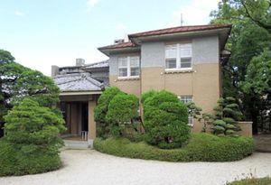 利活用の議論が宙に浮いている旧知事公舎=佐賀市中の小路(県提供)