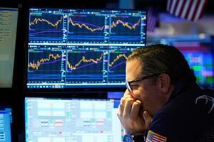 28日のニューヨーク証券取引所(AP=共同)