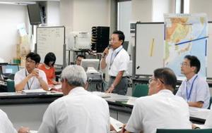 北朝鮮の弾道ミサイル発射を受けて県内の被害状況など確認した佐賀県の緊急事態警戒本部会議=佐賀県庁