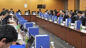 内閣府で開かれた中央防災会議の有識者会合=11日午前