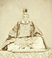文久2年12月以降に撮影された衣冠束帯姿の鍋島直正(鍋島報效会所蔵)