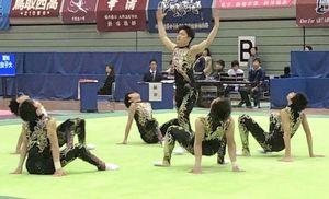3位に入った新体操男子団体の神埼清明=鳥取県立体育館(提供写真)
