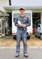 オーダーメードのカスタムペイントに取り組む長井大輔さん