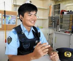 外国人向けのポスティングカードを作成した廣岡智紀巡査長=佐賀市久保田町の横江駐在所
