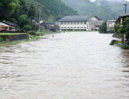 大雨で増水した有浦川=7日、東松浦郡玄海町