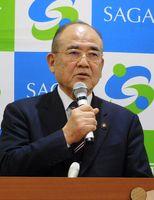 「議会と市民におわび申し上げたい」と語る秀島敏行市長=佐賀市役所