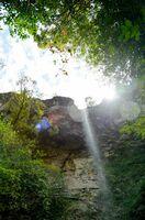 雨の後、数日間だけ現れる滝。落差は30メートル以上あるとみられる=12日、有田町の竜門ダム