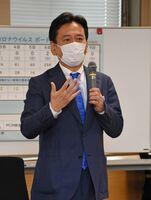 佐賀県の新型コロナウイルス対策本部会議で、飲食店認証に関する政府の新システムを批判した山口祥義知事=9日午後、佐賀県庁
