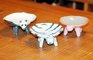 (左から)パンダやトラ、豚のユニークな器