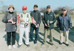 兵庫老人東部二グラウンドゴルフ大会の上位入賞者ら