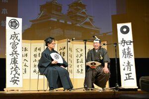 加藤清正と信頼し合う仲になるも、佐賀藩への忠義を尽くす茂安を演じる学生=佐賀市の文化会館