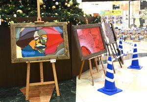 11人のアーティストによる作品が並ぶ会場=佐賀市のゆめタウン佐賀