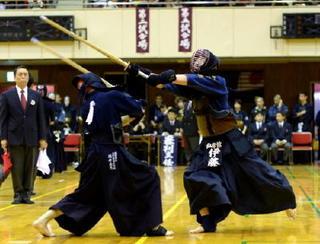 電子版に県高校春季剣道大会の写真グラフ