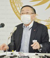 九州新幹線長崎ルートなどについて見解を述べたJR九州の青柳俊彦社長=福岡市の同社
