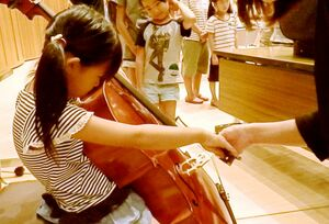 過去に開催された楽器体験の様子(提供写真)