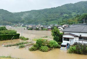 昨年8月の豪雨で浸水した多久市東多久町別府。三十数世帯が一時孤立した
