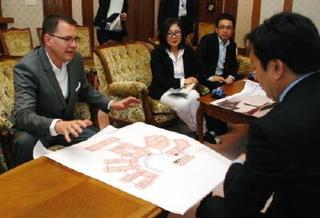 パリ国際見本市の主催者が知事訪問