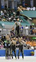 新体操男子団体 優勝した神埼清明の演技=山形市総合スポーツセンター