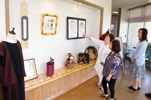 約500点が展示されている「アートクラブ展」=みやき町の風の館