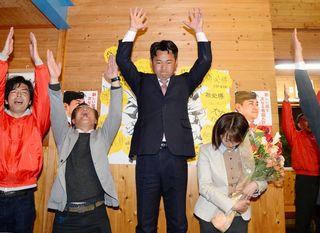 有田町長に松尾氏 402票差 現職・山口氏を破る