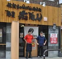 ラーメン店をプロデュースする藏本護さん(右)が手がけた「麺屋 痴陶人」