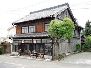 齊藤商店店舗兼主屋の外観=佐賀県教育委員会提供